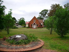 Hammondville Anglican Church + Memorial to Founder 16-10-2006 - Birk feed me - See Note