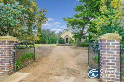 Redbank Church - Former 09-02-2015 - Gerard Smith - First National Real Estate